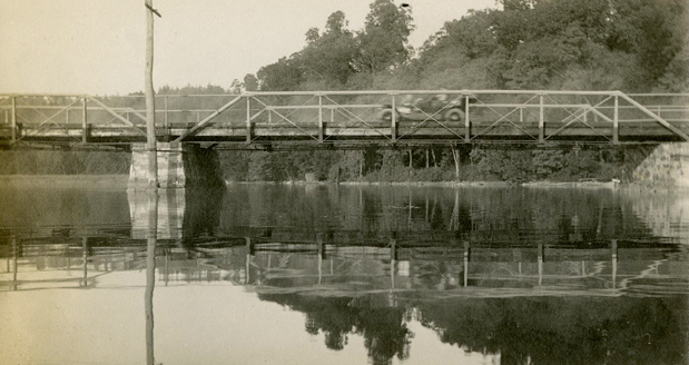 The Van Cortlandt Bridge over the Croton River in 1912. Courtesy of the Westchester County Historical Society.