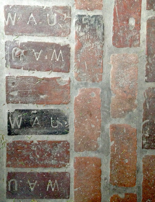 WAU Bricks