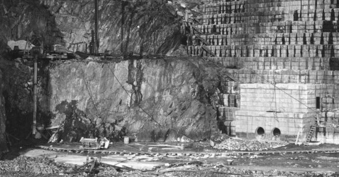 The ladder in the lower right corner of this detail gives an idea of the immense scale of the spillway. Click the image to enlarge it.