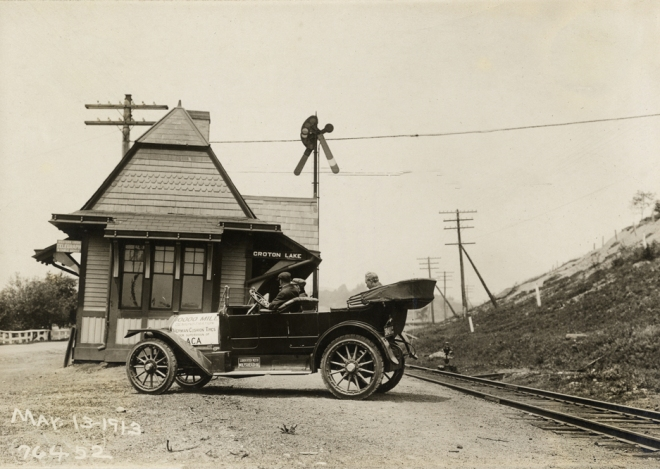 Croton Lake Station of the New York Central Railroad, Putnam Division. Courtesy of the Detroit Public Library, National Automotive History Collection.
